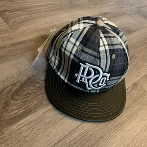 🆕 Rocawear Plaid Flannel Hat 7 1/8